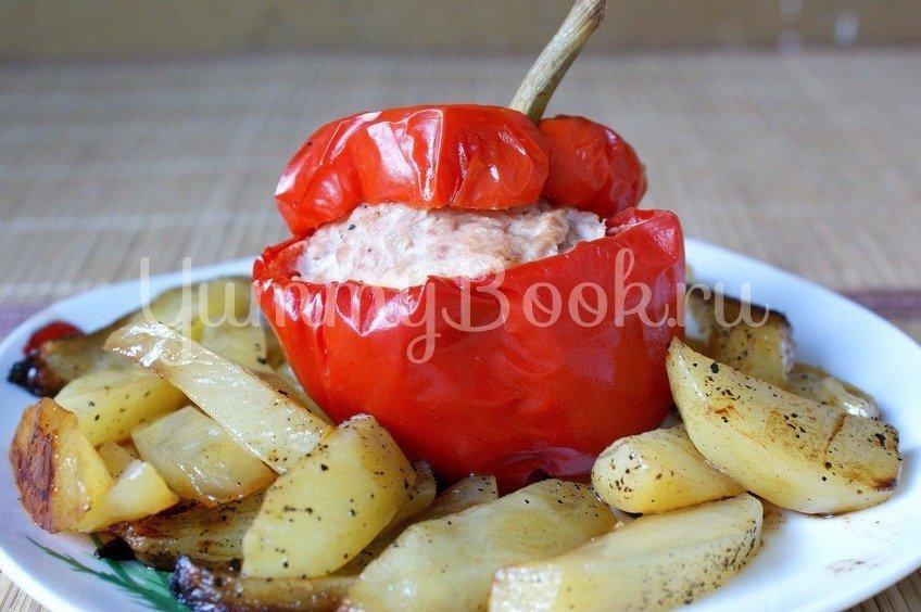 Запеченный фаршированный перец и картофель