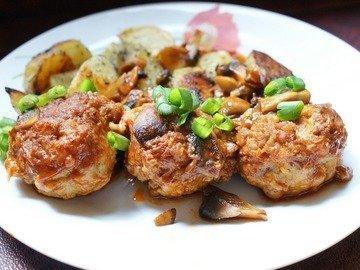 Рыбные тефтели с грибным соусом