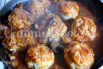 Рыбные тефтели с грибным соусом - шаг 7