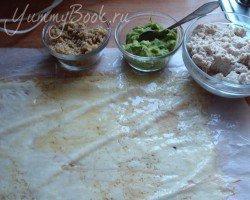 Сырный рулет с куриным мясом и орехами - шаг 1
