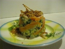 Теплый салат с картофелем и лососем