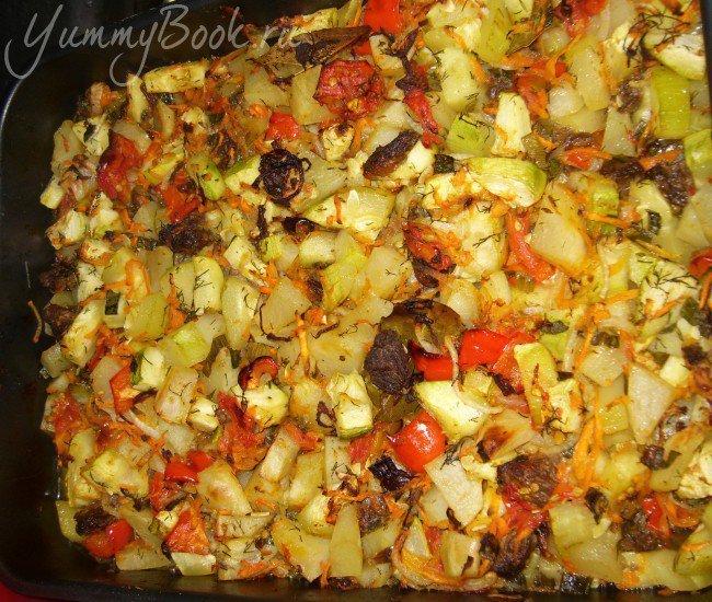 Запеканка овощная с тушенкой - шаг 4