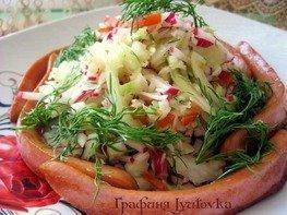 Овощной салат с сосисками