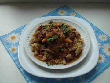 Мясо по-гречески с мятой и сухофруктами