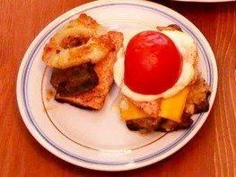 Курица с печенью под ананасом и мясной бутерброд