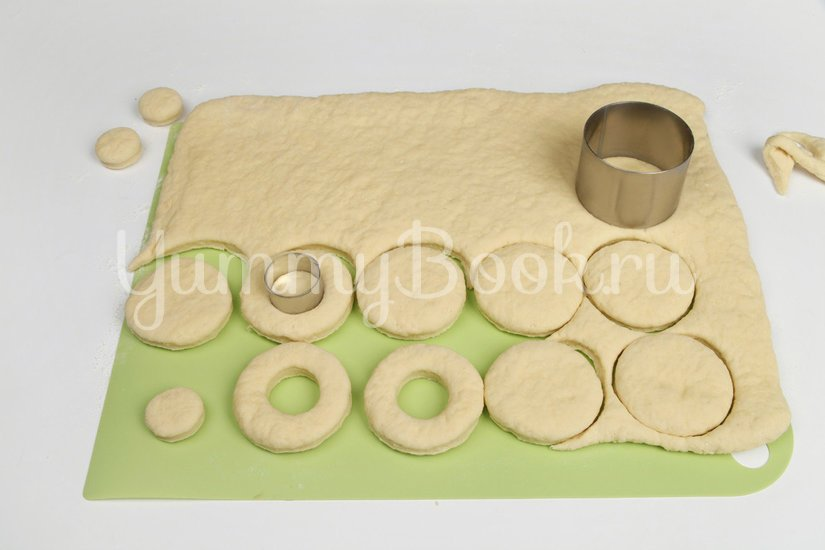 Пончики сахарные с глазурью - шаг 5