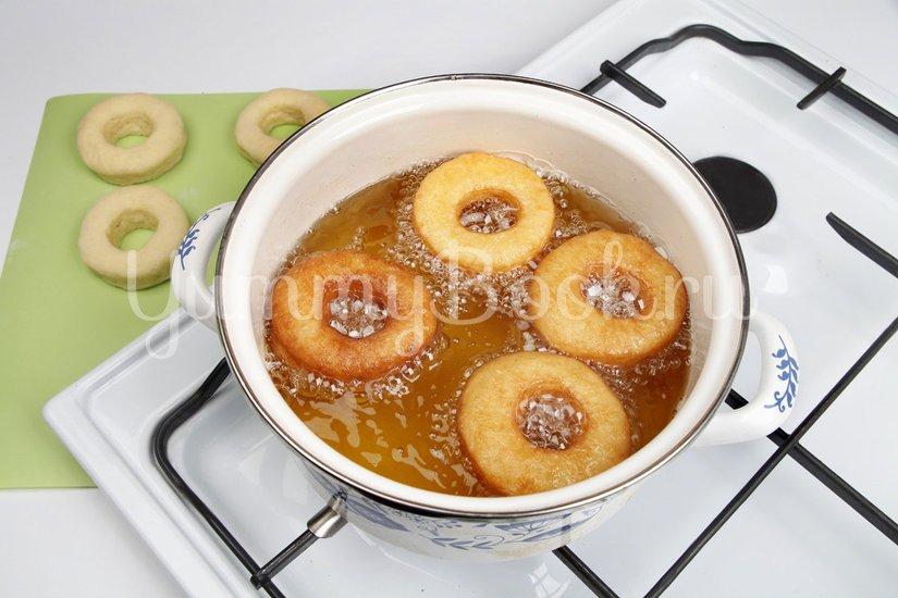 Пончики сахарные с глазурью - шаг 6