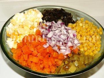 Салат с морской капустой и кукурузой - шаг 4