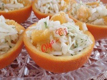 Витаминный салат в апельсине