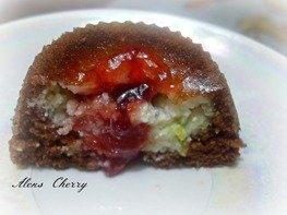 Пирожное шоколадное с кокосово - творожной начинкой