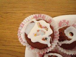 Шоколадные пирожные с черносливом и орехами