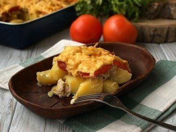 Запеканка куриная с картофелем, сыром и помидорами