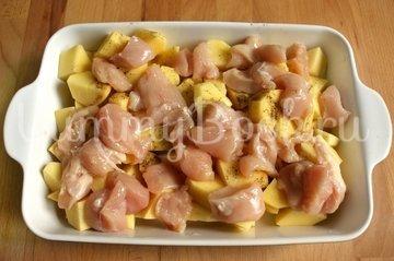 Запеканка куриная с картофелем, сыром и помидорами - шаг 2