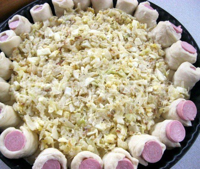 Открытый пирог с капустой и сосисками - шаг 4