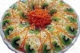 Слоеный салат с курицей, киви и морковью