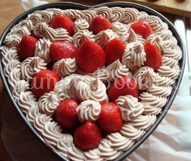 Миндальный торт с клубникой (без выпечки и муки) - шаг 2