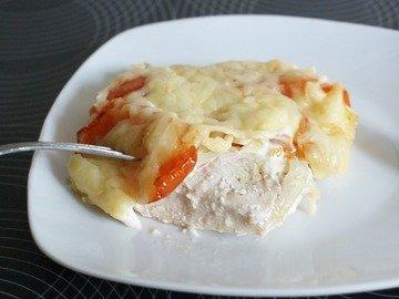 Куриное филе запеченное с  помидором и сыром