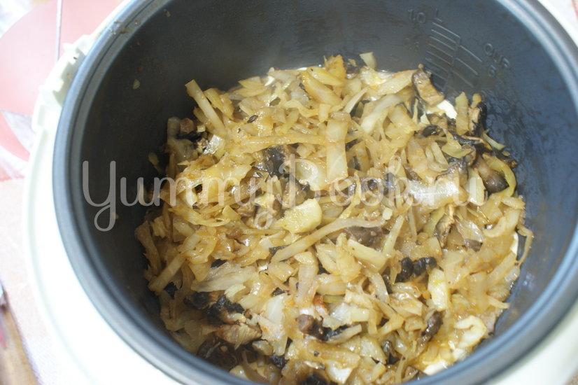 Пирог с капустой и грибами в мультиварке - шаг 9