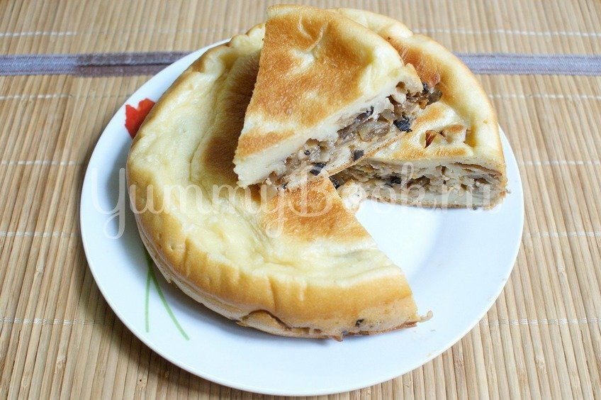 Пирог с капустой и грибами в мультиварке