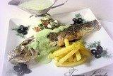 Сибас с острым огуречным соусом