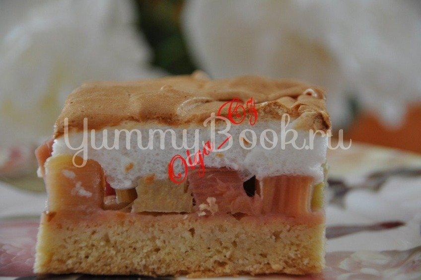 Песочный пирог с ревенем и безе