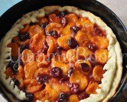 Дрожжевой пирог с фруктами и ягодами - шаг 7