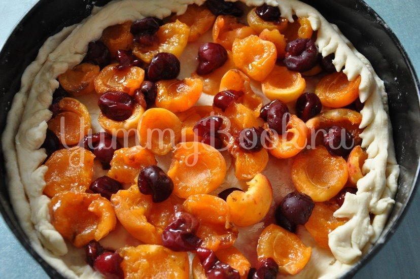 Дрожжевой пирог с фруктами и ягодами - шаг 6
