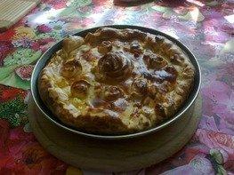 Пирог с яблоками, клюквой и черноплодной рябиной.
