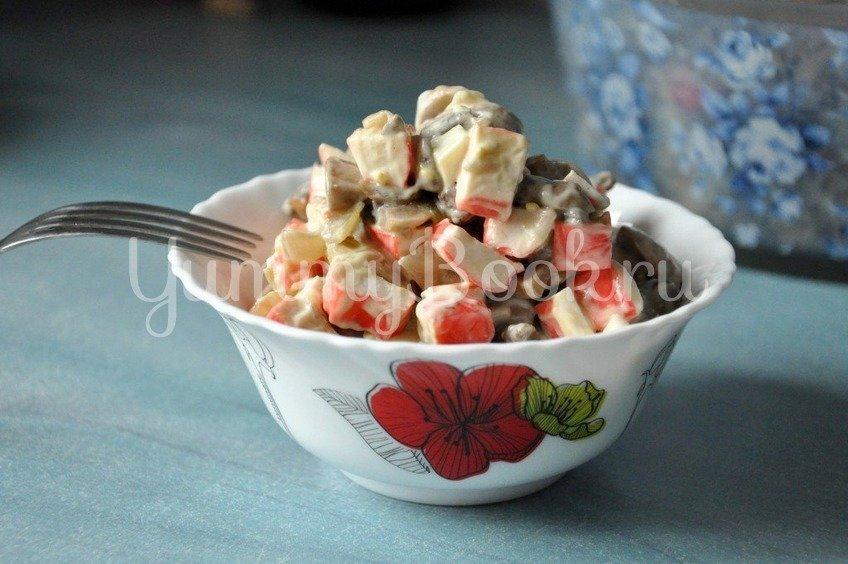 Салат с грибами и крабовыми палочками