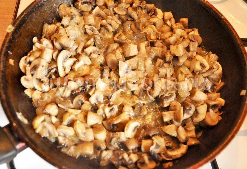Салат с грибами и крабовыми палочками - шаг 1