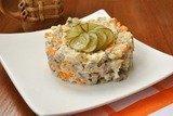 Салат с говядиной и солеными огурцами