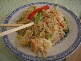 Лапша рисовая с овощами и креветками