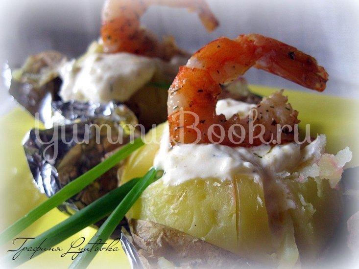 Печеная картошка с креветками со сметанно-чесночным соусом - шаг 2