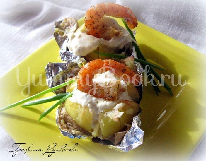 Печеная картошка с креветками со сметанно-чесночным соусом - шаг 1