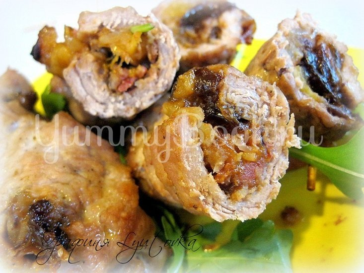 Свинина с яблоками, курагой и черносливом - шаг 1