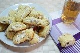 Творожное печенье с безе и орехами