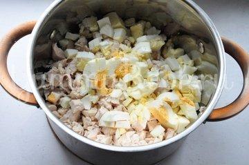 Салат с курицей, фасолью и яблоками - шаг 1