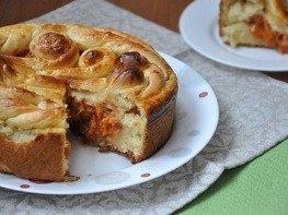 Дрожжевой пирог с тыквой и яблоками