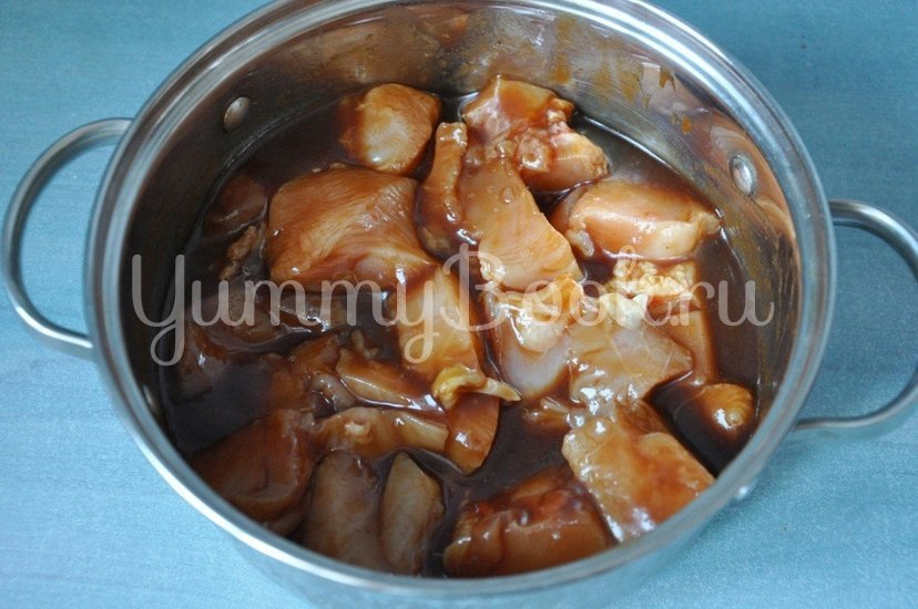 Куриное филе с ананасами на шпажках - шаг 2