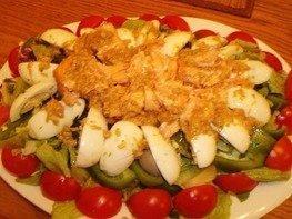 Салат с запеченной семгой