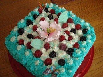 Миндальный торт под сливочным покрывалом