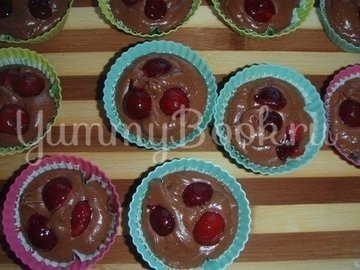 Маффины шоколадно-вишневые - шаг 5