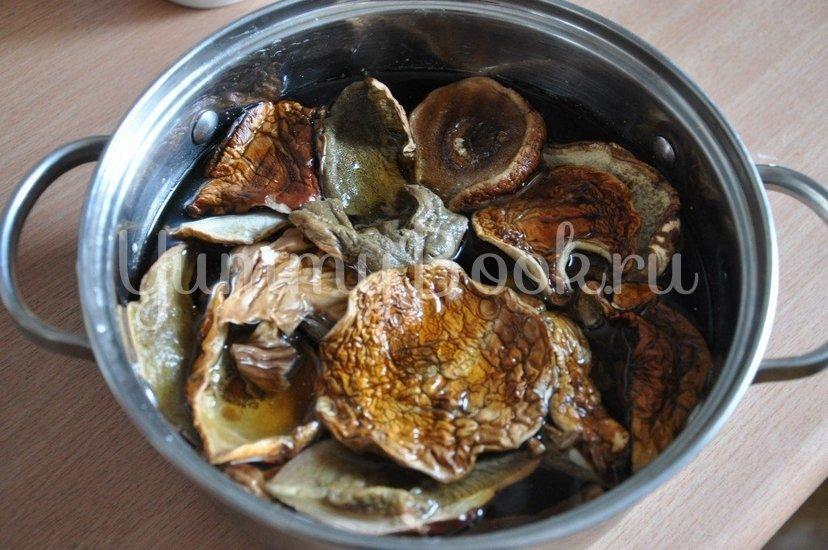 Картофель с грибами в горшочке - шаг 1