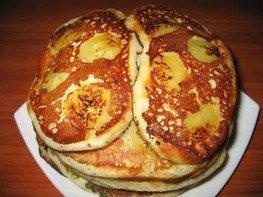 Оладьи с разным припеком (яйца с зеленым луком, яблоки и бананы)