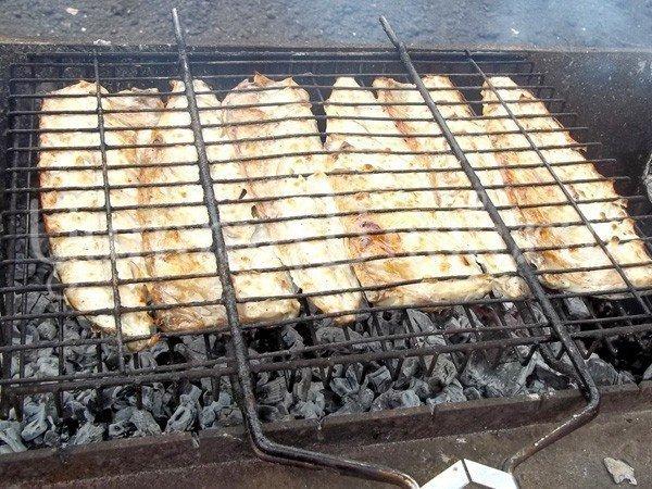 Маринованная и запеченная рыба на костре - шаг 4