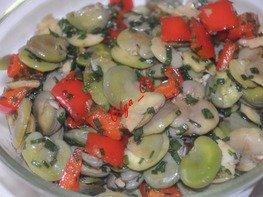 Кисло-сладкий салат с бобами