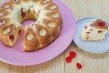 Ванильный кекс с сушеными вишнями