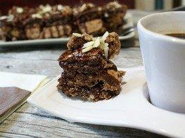 """Пирожные """"Шоколадное безе с орехами"""""""