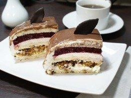 Ореховый торт с черной смородиной