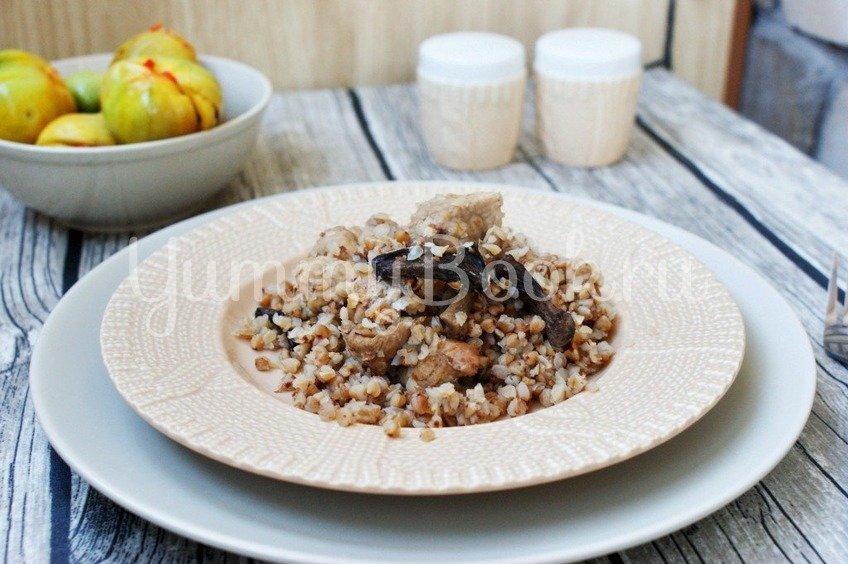 Гречневая каша с мясом и грибами в мультиварке